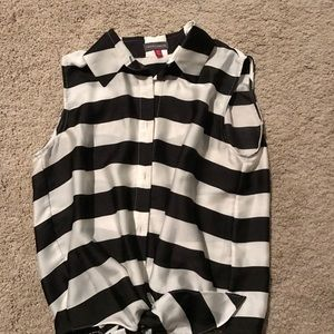 Never worn XS Vince Camuto shirt from Nordstrom .